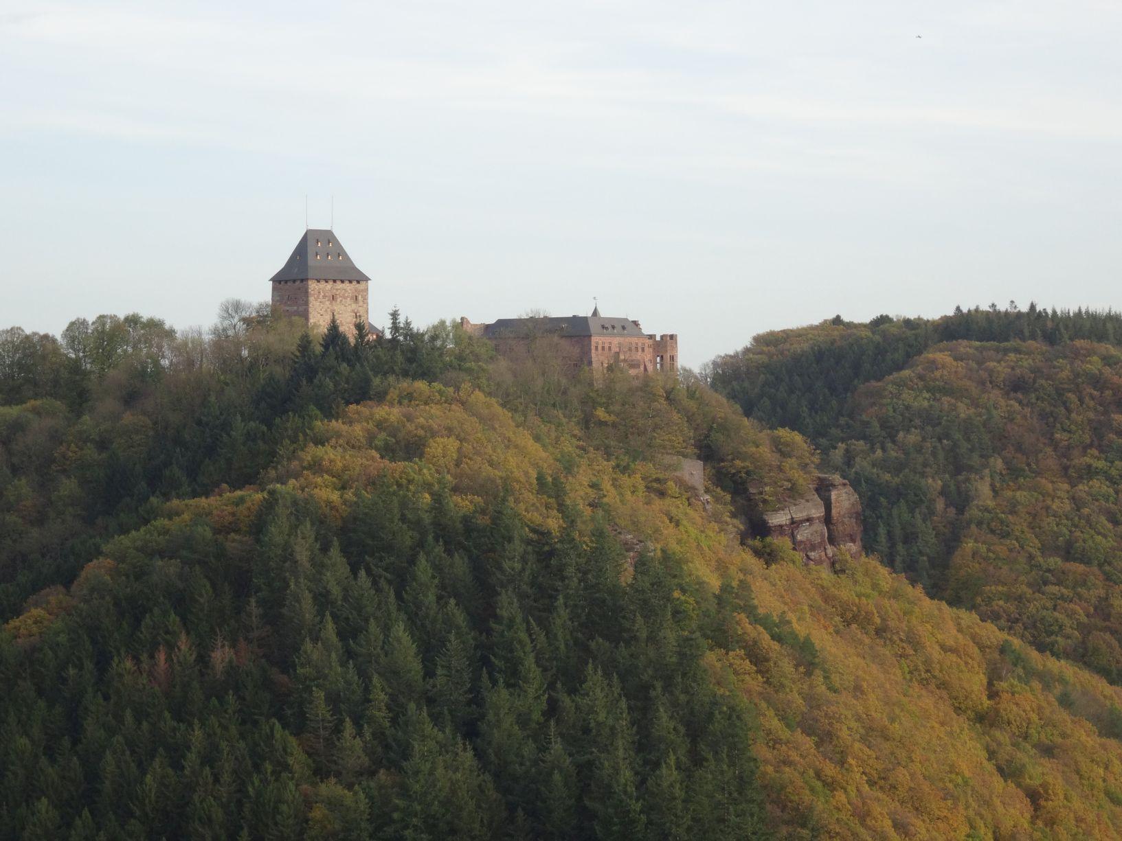 Wanderung zur Burg Nideggen – Rund um Obermaubach Staubecken