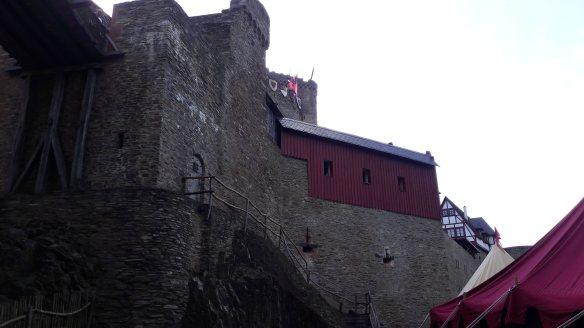 Blick nach oben zur Ehrenburg